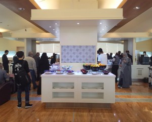 Jeddah_AlfursanLounge_stationPeople_100216_Phone