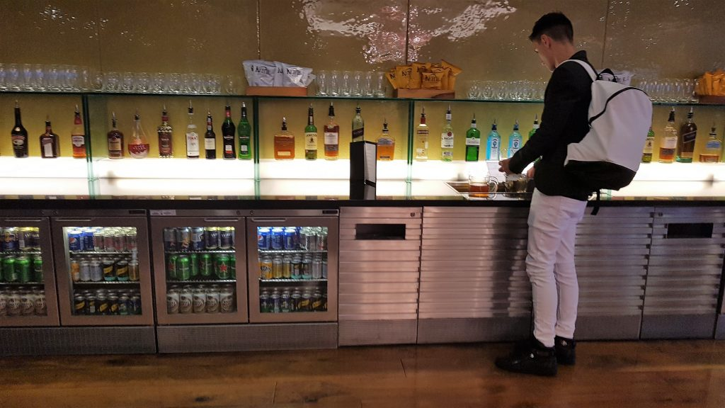 galleries lounge heathrow review
