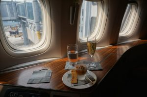 cathay_pacific_first_class_boeing_77713