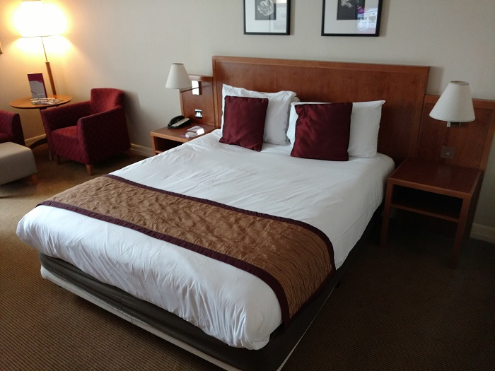Crowne Plaza London Heathrow bed